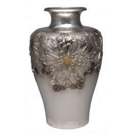 KAGAWA Katsuhiro《Vase, Chrysanthemum Design》 / The National Museum of Modern Art, Kyoto